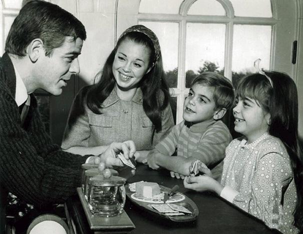 7-летний Джордж Клуни с семьей в 1968 году.