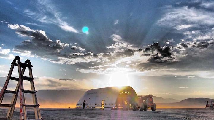 Вторая жизнь старого самолёта Boeing: гигантский арт-автомобиль для фестиваля Burning Man