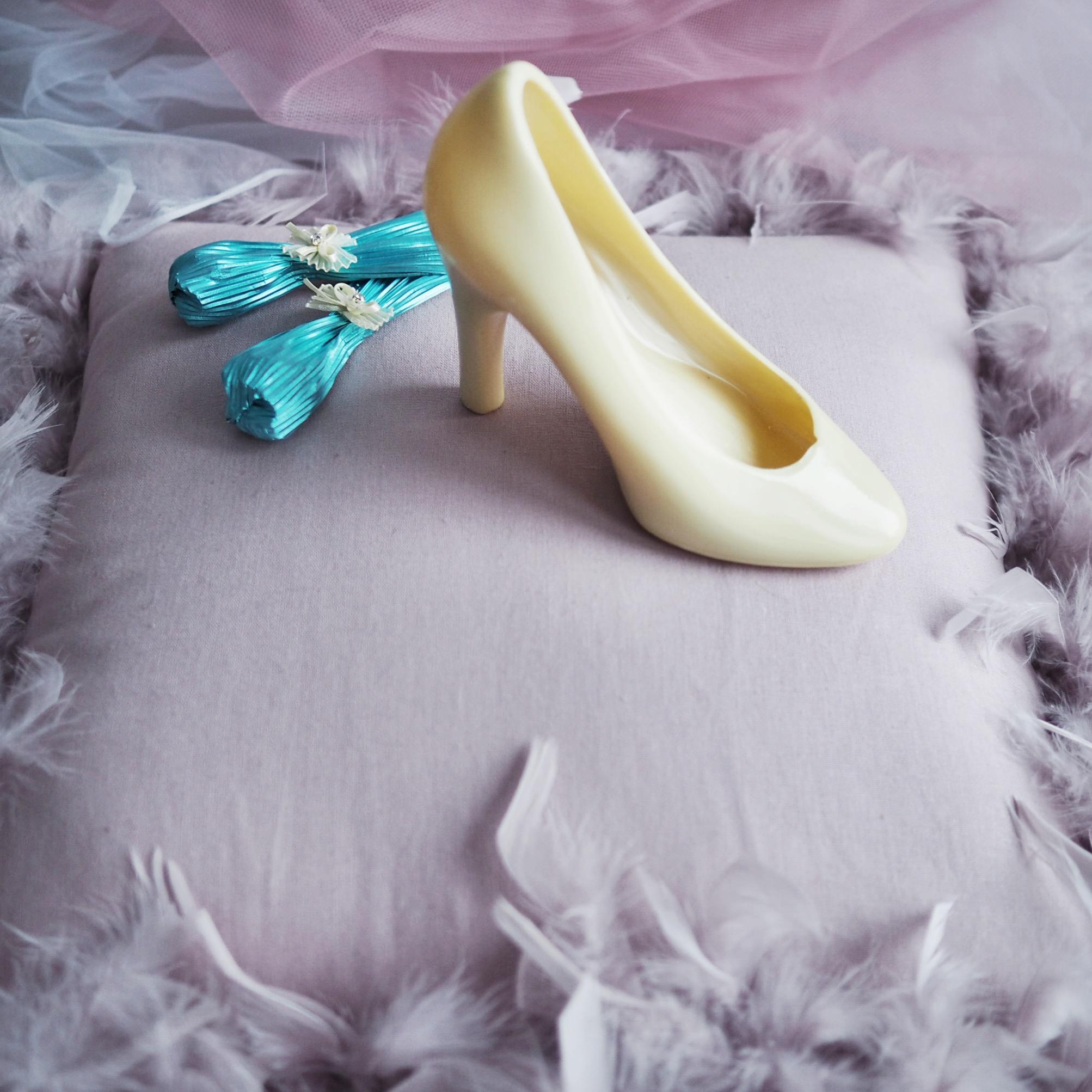 Любой девушке иногда так хочется почувствовать себя героиней сказки «Золушка» (бал, принц, туфелька