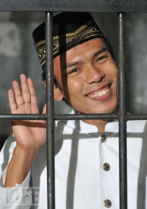 Индонезийский серийный убийца, признался в убийстве 11 человек. Его дело широко освещалось СМИ из-за