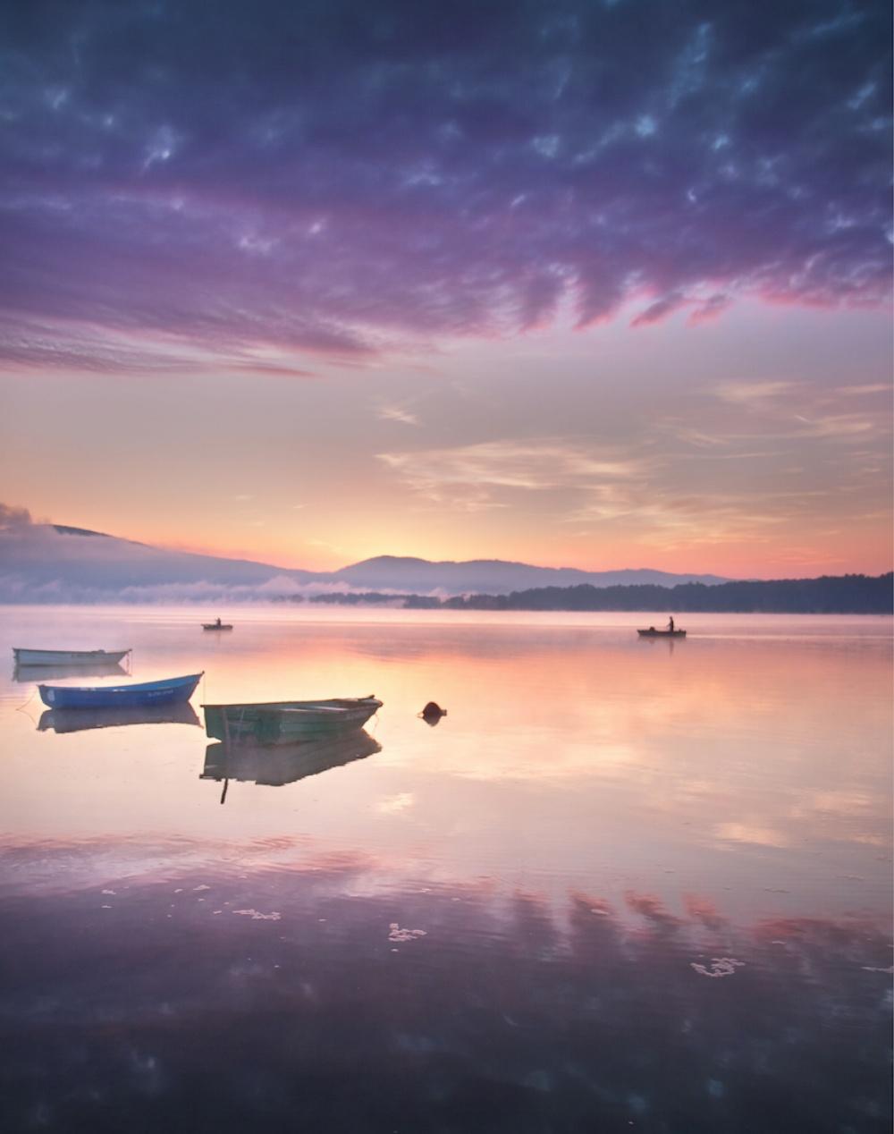 © Marcin Sobas/REX/Shutterstock  Туманный рассвет наозерах польской Силезии. (Еще больше озер