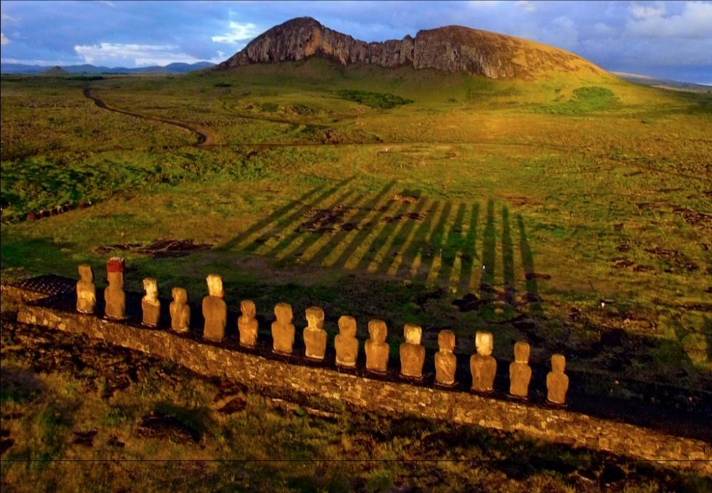 Остров Пасхи — клочок пустынной земли, затерянный посреди Тихого океана. Всему миру он известен уник