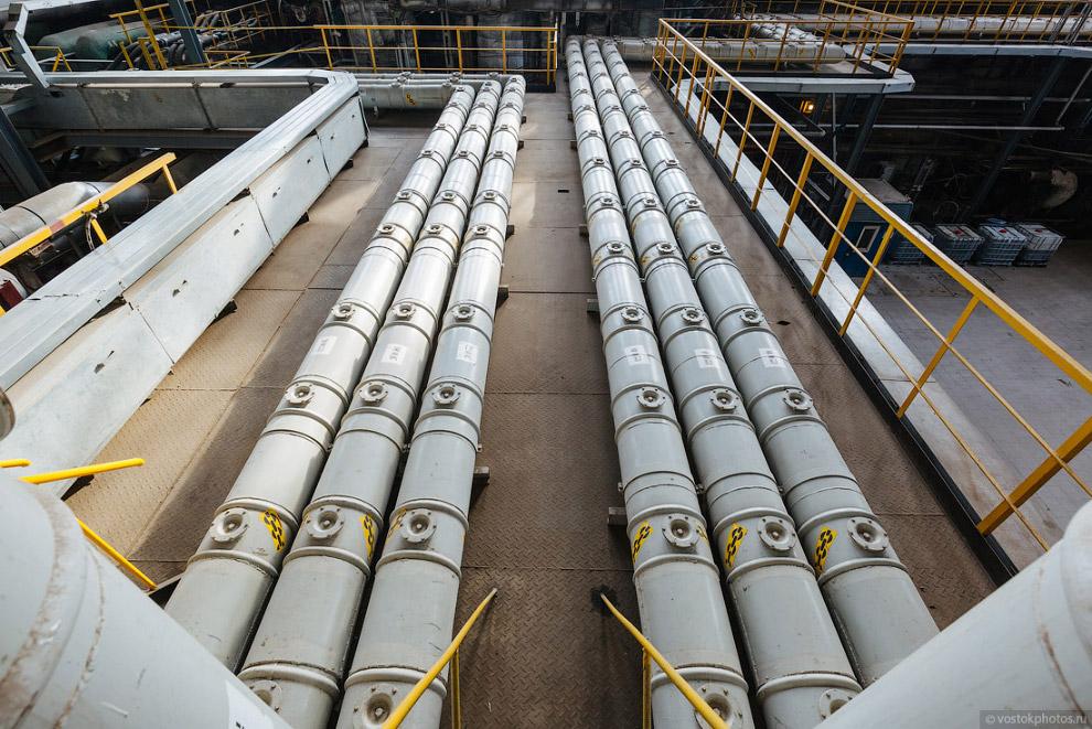 8. Для обслуживания и ремонта оборудования, в турбинном цехе используется два желтых мостовых к