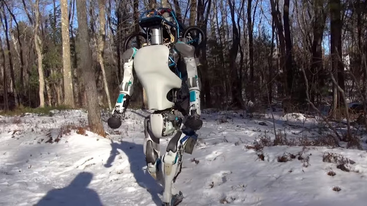 Антропоморфный робот, предназначенный для передвижения по пересечённой местности. Ходит на двух нога