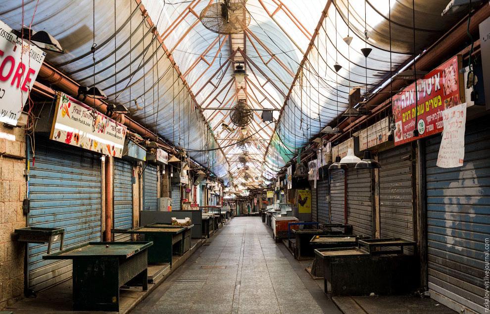 У арабов жизнь кипит, рынки и магазины работают на радость туристам: