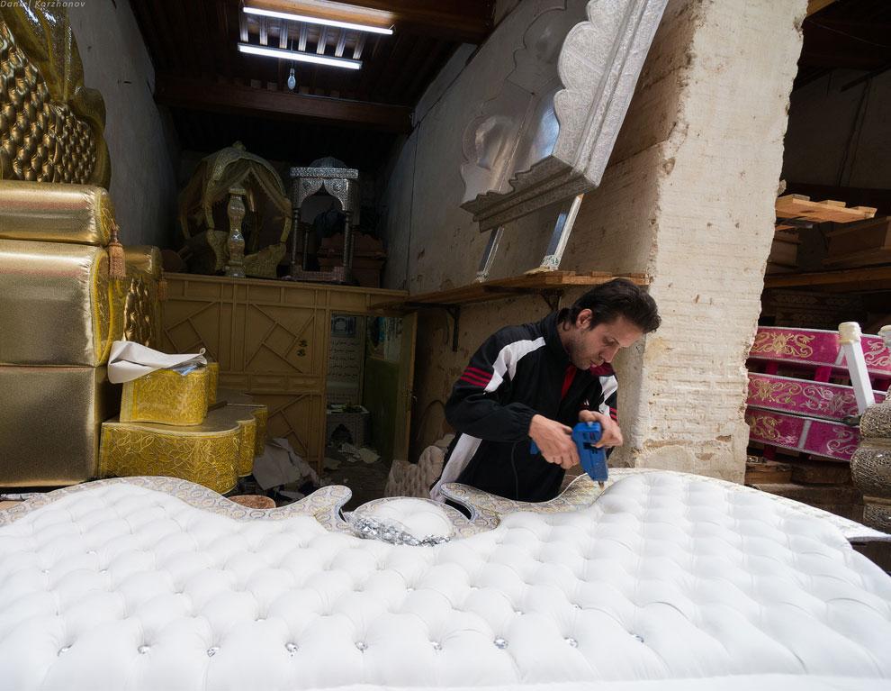 Фес весьма знаменит по всему Марокко из-за производства кожаных изделий, керамики, ниток, сваде