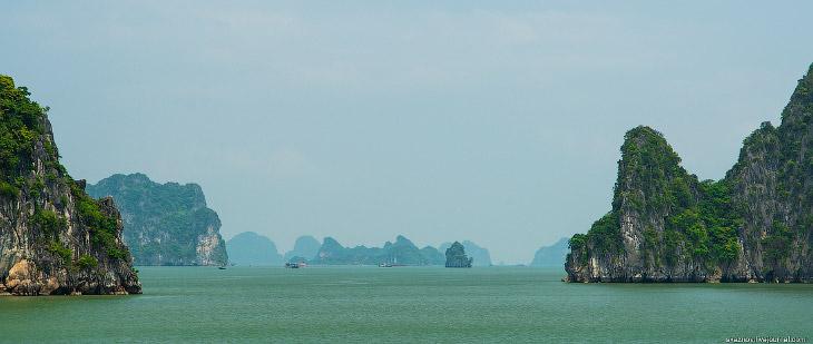 «Халонг» переводится как «там, где дракон спустился в море». По легенде остров Халонг был создан бол
