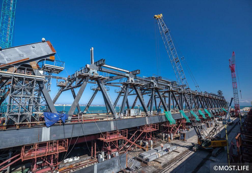 5. Участок строительства моста между Тузлинской косой и одноименным островом.