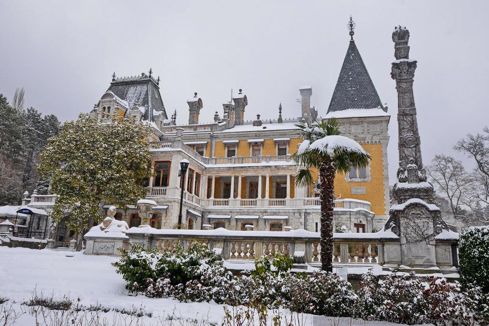7. Архитектор П. К. Теребенев так описал состояние дворца при покупке имения: «Каменное здание