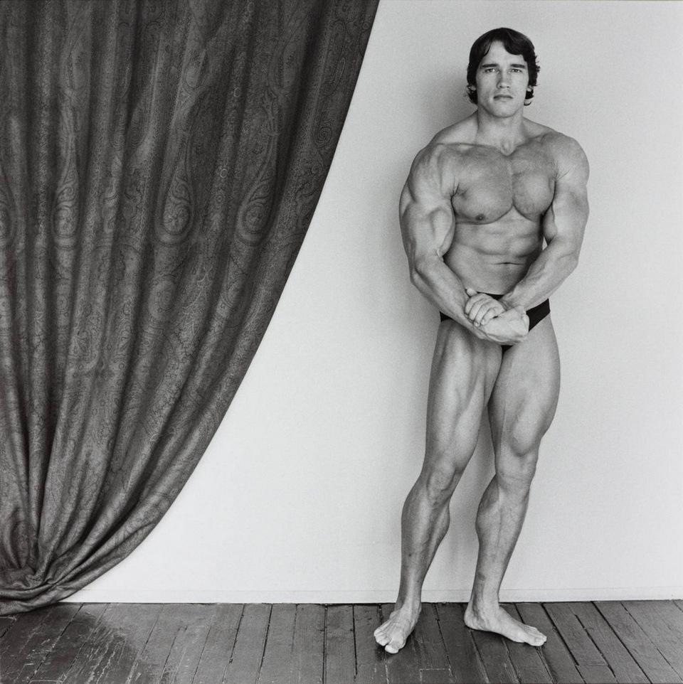 Последние годы жизни Роберт Мэпплторп боролся со СПИДом, в марте 1989-го его не стало. Сегодня произ