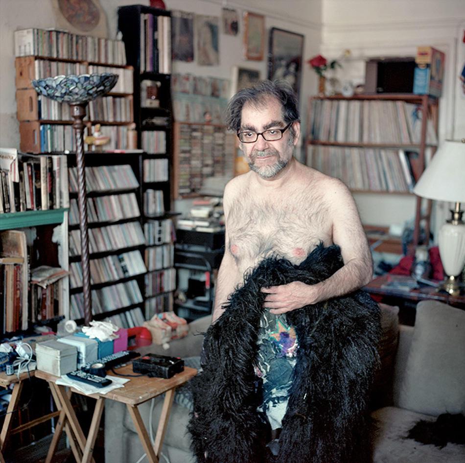 5. Горилла Боб, эротический фотограф, писатель, любитель чувственных аспектов, а также фут-фетишист.