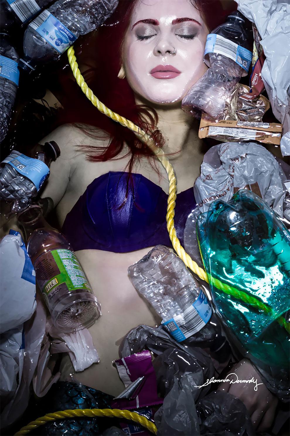 Русалочка — жертва загрязнения окружающей среды.