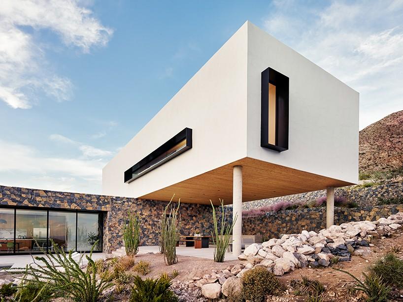 Дом из базальта в Техасе