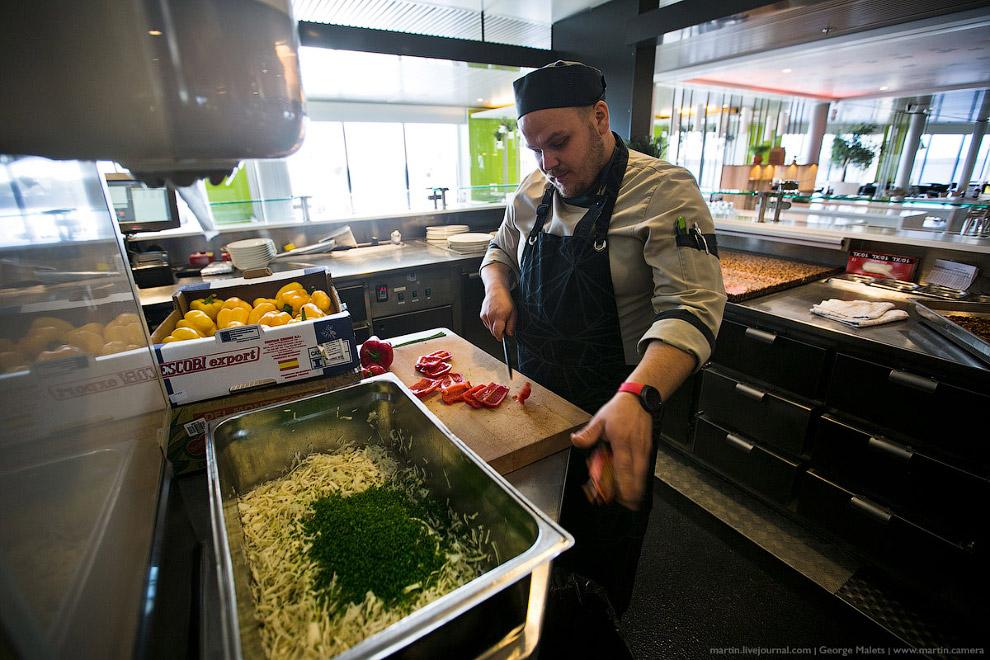 18. Технически на пароме Viking Grace кухня для всех ресторанов и кафе располагается на одном логиче