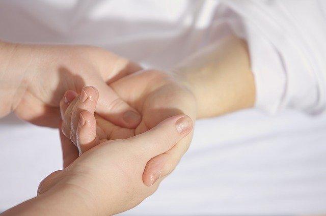 Ученые назвали причины онемения рук