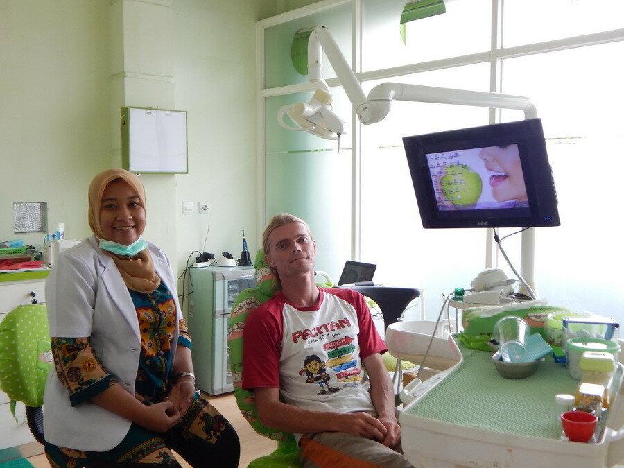 Зубной кабинет в Индонезии