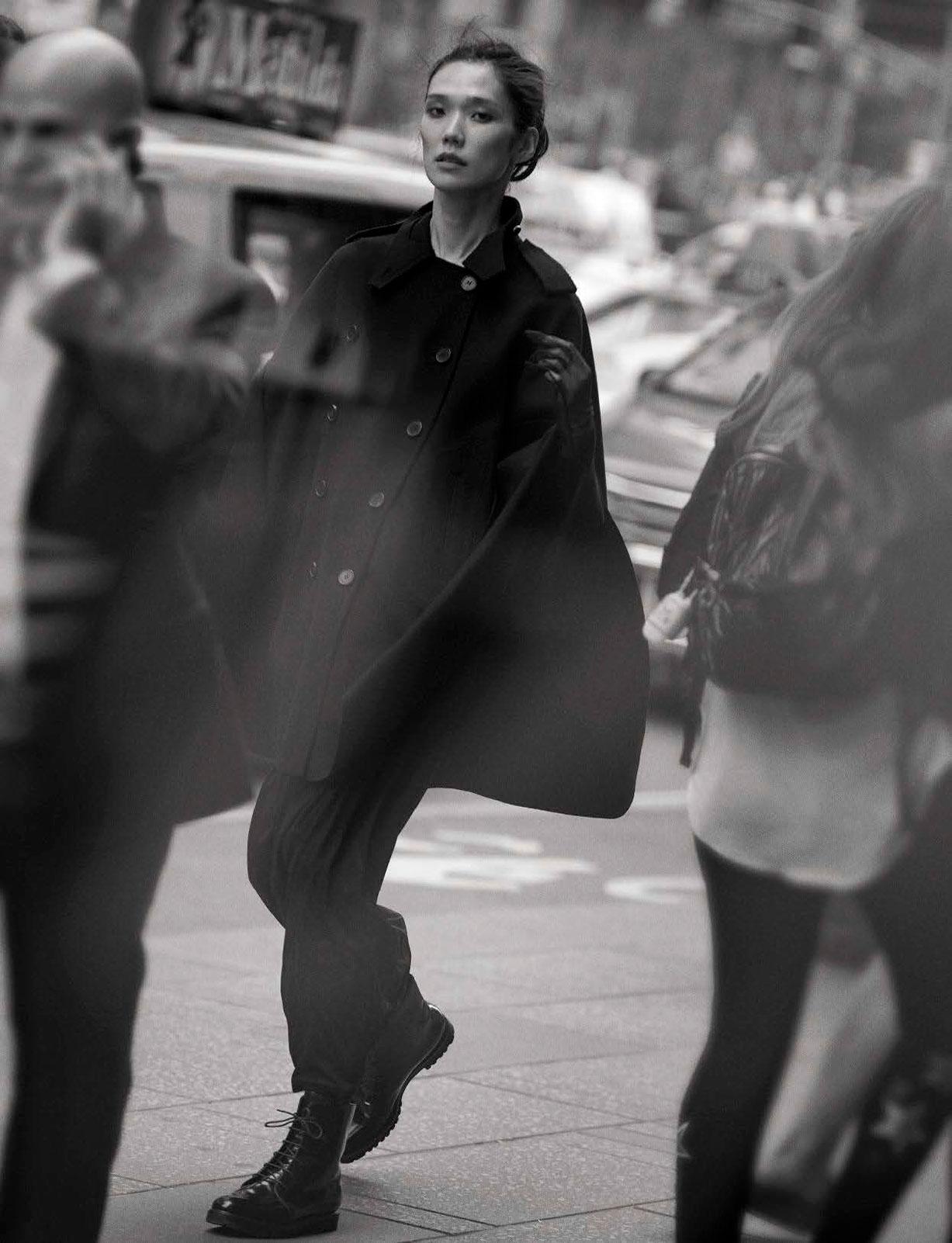 Tao Okamoto - Walking by Peter Lindbergh - Vogue Italia october 2016