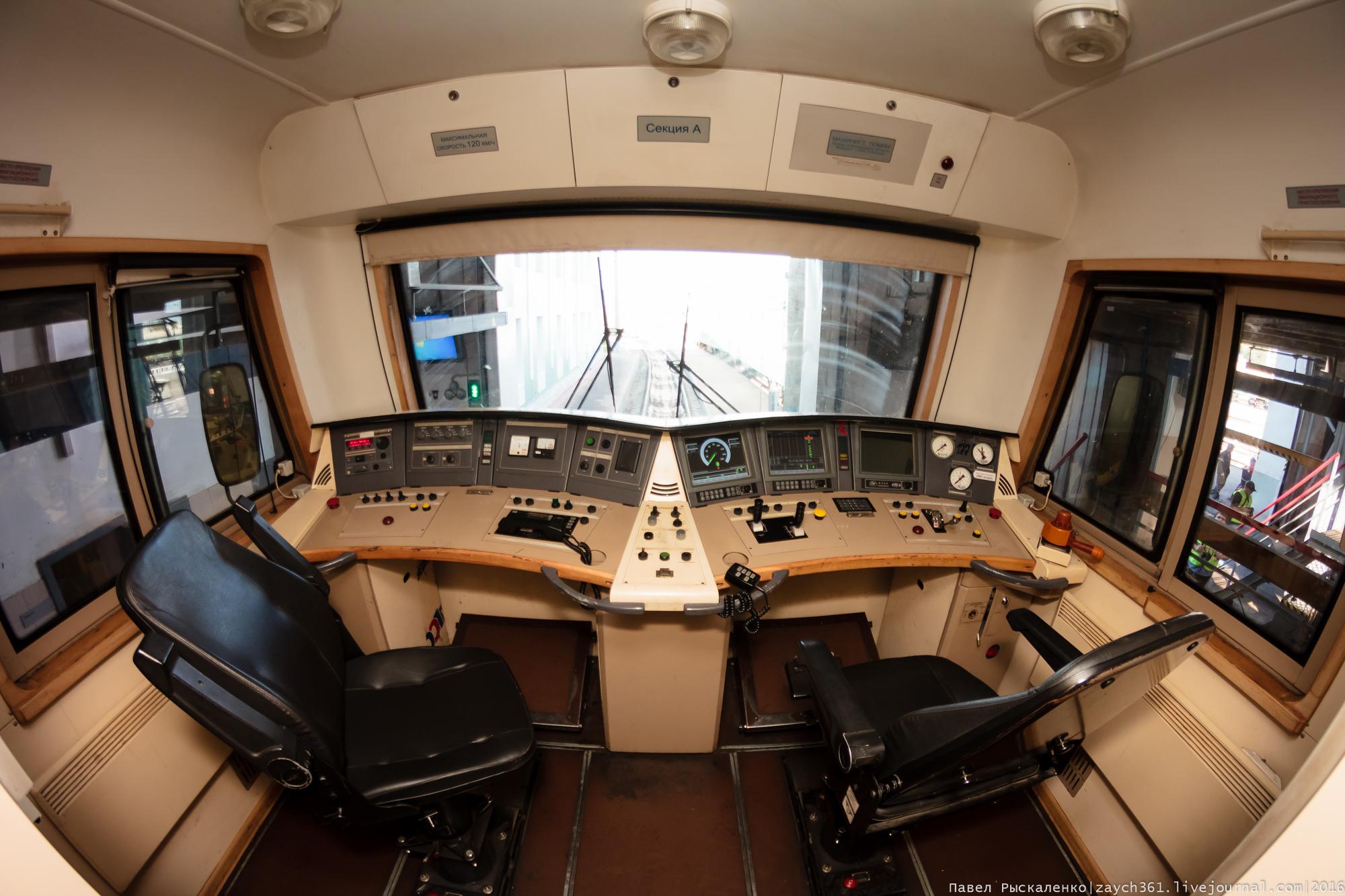 какие картинки с электровозами внутри кабины машиниста разве что безысходности