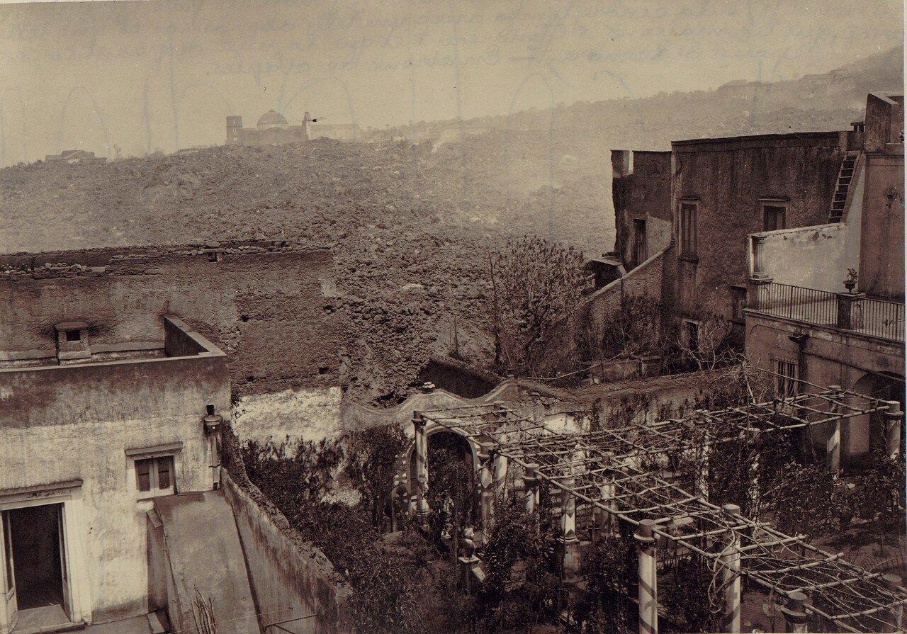 90. Окрестности Неаполя. Сан-Себастьяно, разрушенный извержением 1872 года. 30 апреля. Весь город исчез под пеплом