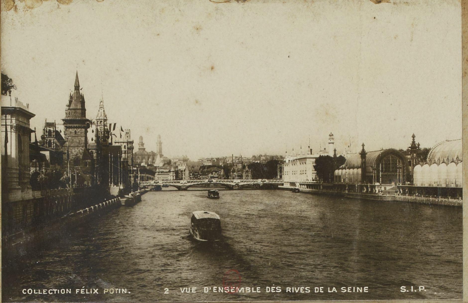 Вид на выставочные здания с Сены