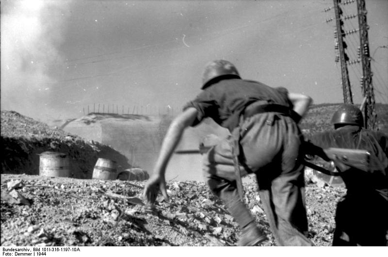 Italien, vorstьrmende italienische Soldaten