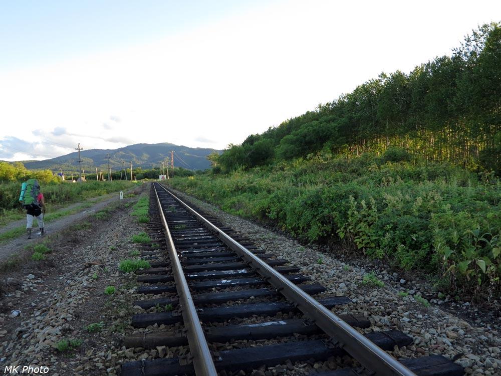 Идём вдоль железной дороги