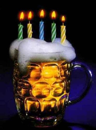 С днем пивовара! Пиво со свечами в пене