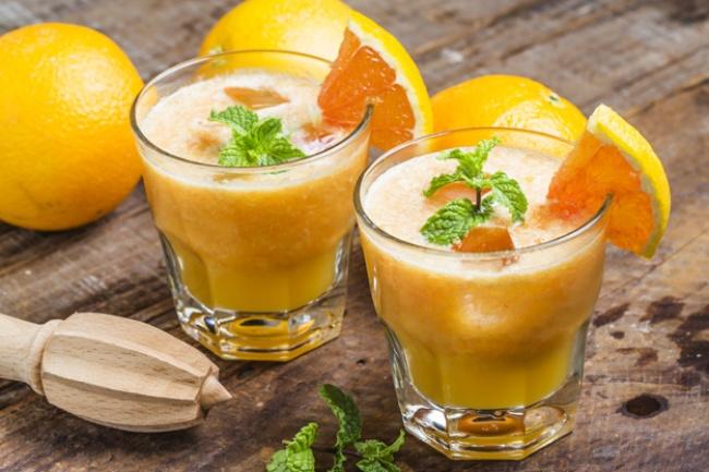 © freepik  Как приготовить: Положите вблендер: 2ломтика ананаса сок 2грейпфрутов 1чашку ма