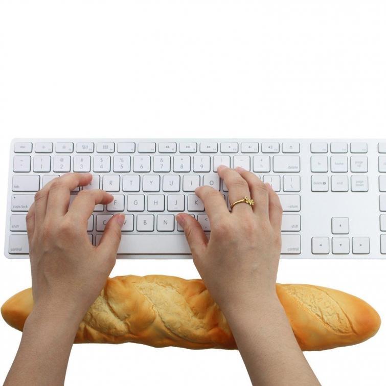 2. Подушка для рук, если ваши ручки устают во время работы за клавиатурой