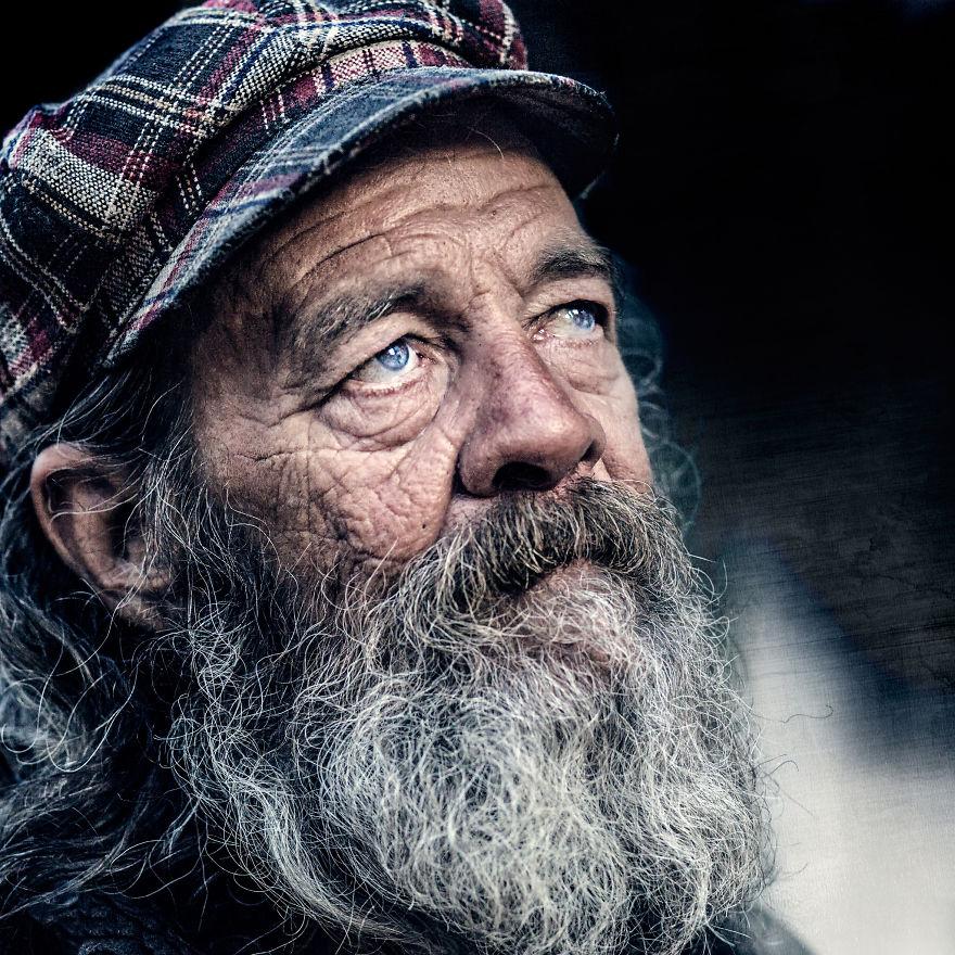 У них тоже есть душа: фотограф снимает портреты бездомных людей