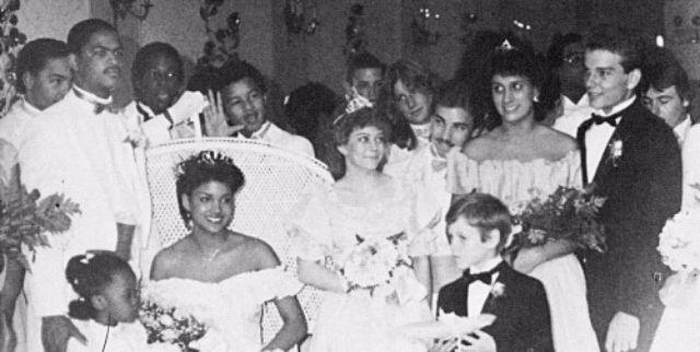В 1984 году Холли Берри выбрали королевой выпускного бала в школе Bedford High School в пригороде Кл