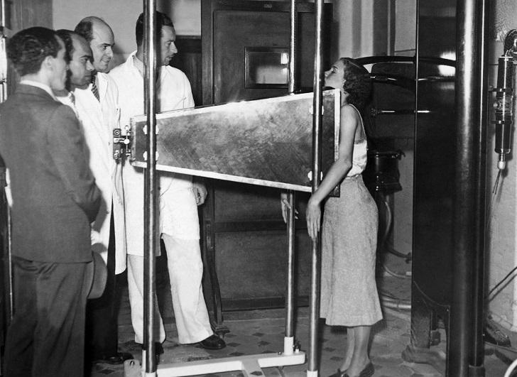 В октябре 1937 года в Рио-де-Жанейро профессор физики Мораеш Де Абрё изобрел рентгенограмму, чтобы р