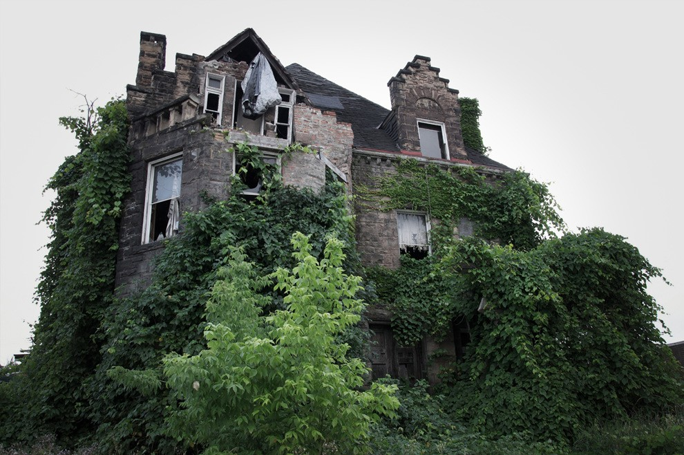 10. В начале 20-го века в этом доме таинственным образом пропала жившая в нем семья. Расследование н