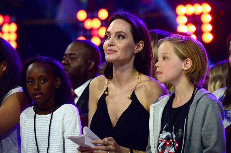 Биологическая мать дочери Анджелины Джоли и Брэда Питта хочет вернуть дочь