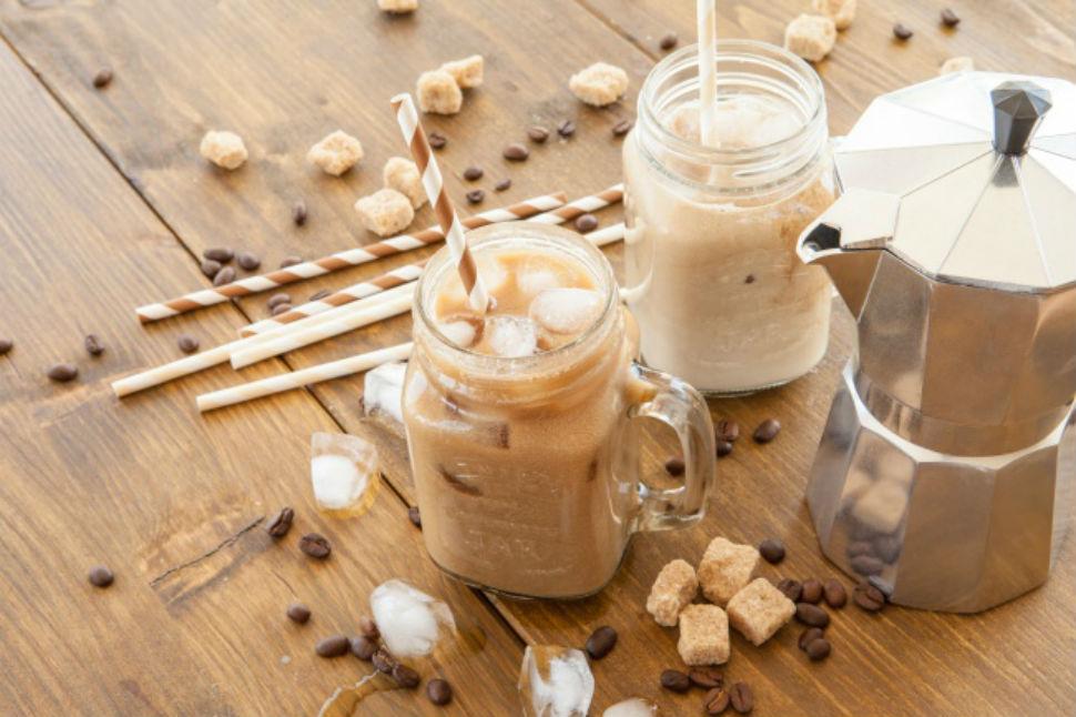 «Инь-ян» — холодный кофе-чай Вам понадобятся: 3 сорта черного чая (1/2 ч. л. каждого) кофе черный дл