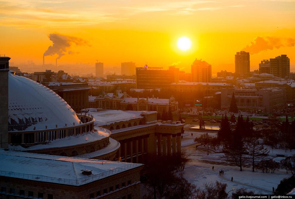 5. Красный проспект, одна из ключевых магистралей города и ещё один символ Новосибирска. Преобл