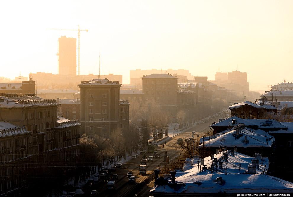 43. Пересечение улиц Котовского и Ватутина. Справа на среднем плане видны опоры освещения стади