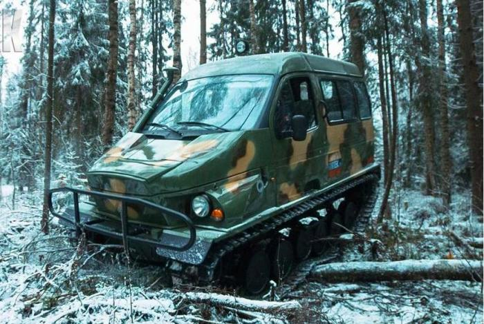 Снегоболотоход ГАЗ-3409 «Бобр» Снегоболотоход ГАЗ-3409 «Бобр» – это один из первых в России гусеничн