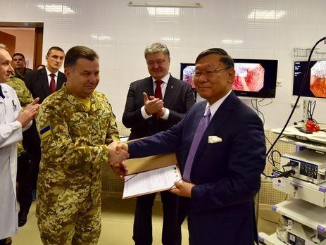 Японский посол уверил Порошенко вподдержке Токио санкций противРФ