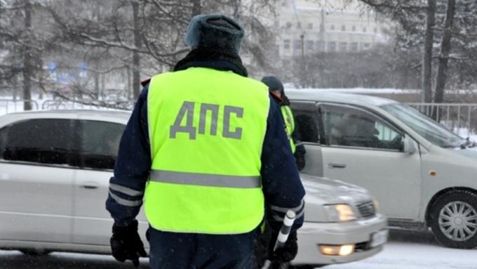 В столицеРФ инспектор ДПС спас женщину изтонущего автомобиля