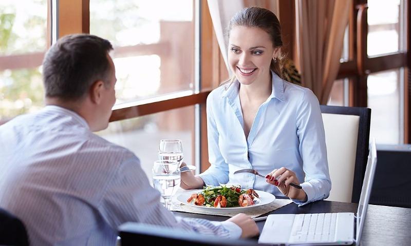 Жители России все чаще выбирают фастфуд вместо ресторанов— исследование