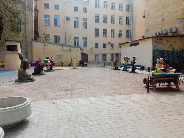 Мультяшный двор