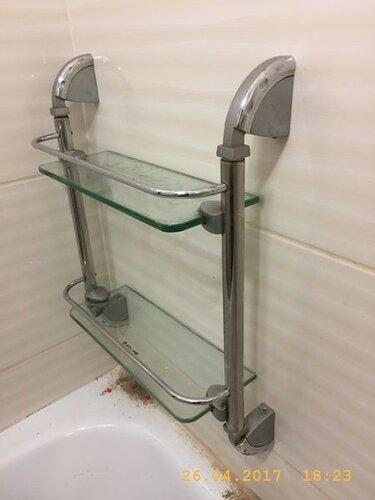 Полочка в ванной уже на стене