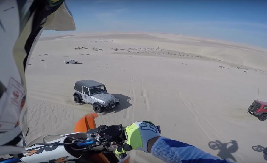 30-метровый прыжок на капот внедорожника (видео)
