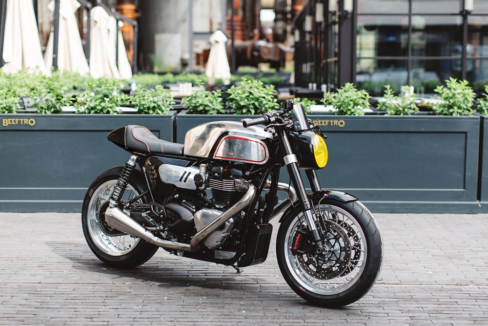 Кафе рейсер Blacktrack BT-02 Thruxman на базе  Triumph Thruxton R