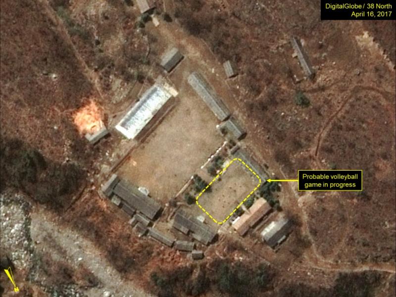 Фотографии соспутника: наядерном полигоне КНДР вовсю играют вволейбол