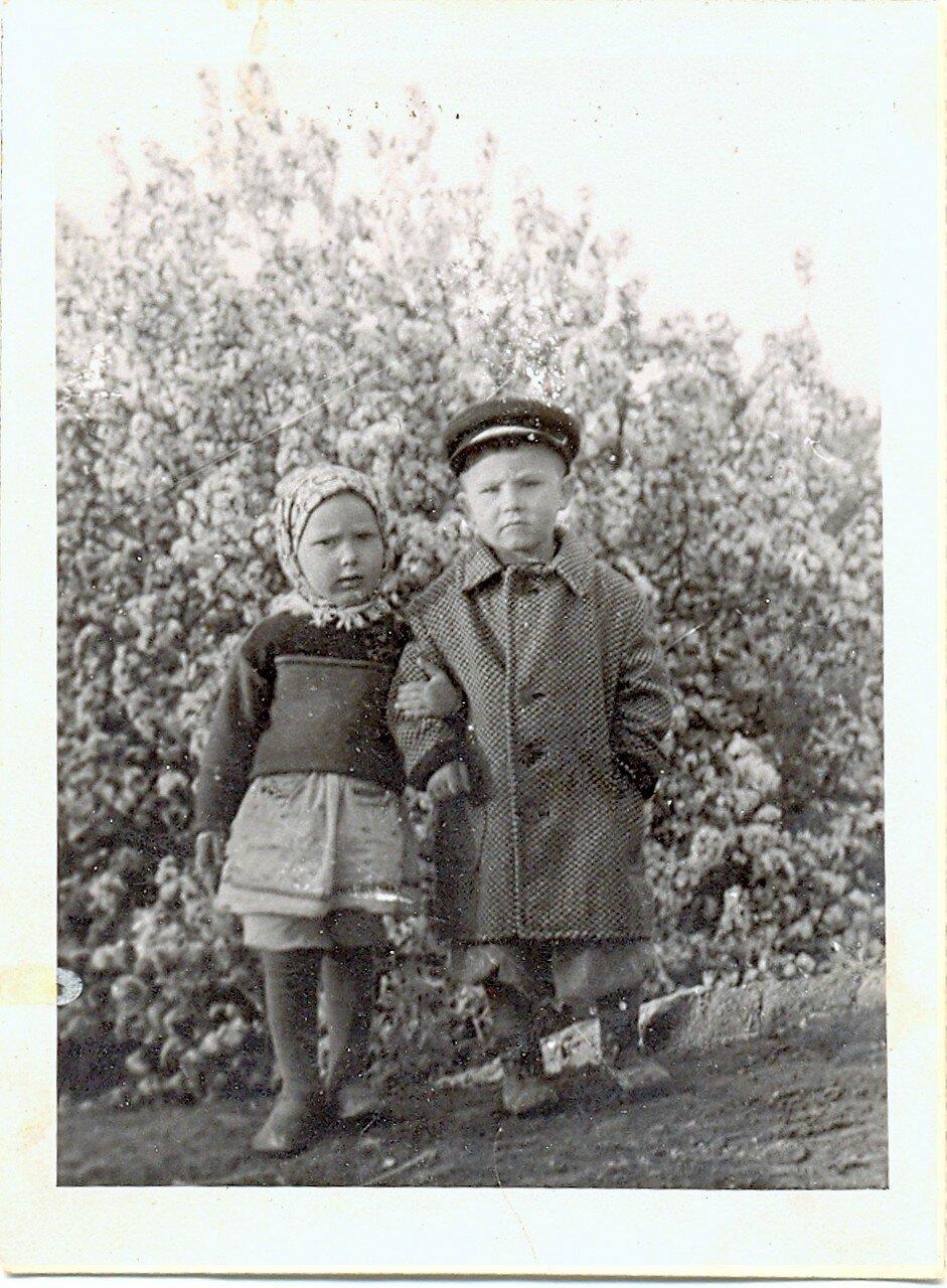 Галя и Сергей... Начало 60-х ... .jpg
