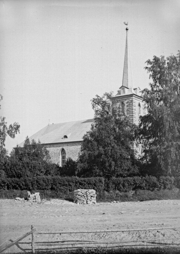 Большие Колпаны. Церковь