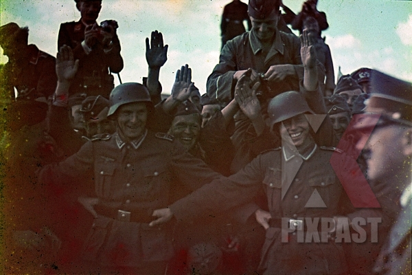 stock-photo-adolf-hitler-visiting-troops-in-ukraine-airport-summer-1941-camera-helmet-salute-7944.jpg