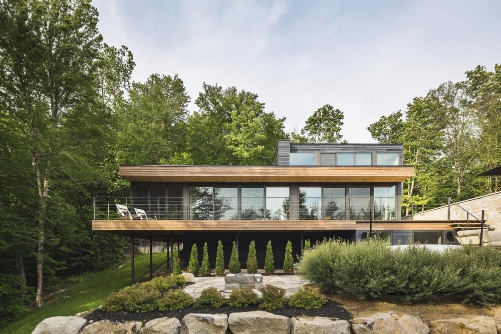 Семейный дом на берегу лесного озера в Канаде